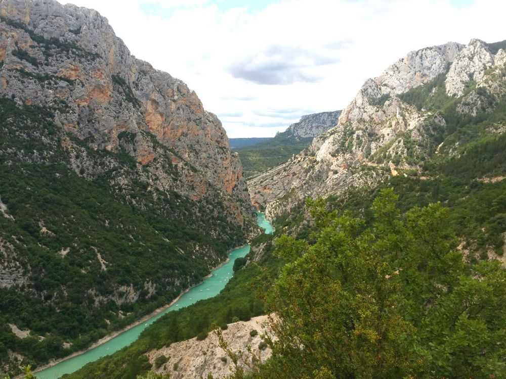 La Farigoulette is a 5 star campsite in the Gorges du Verdon situated on the banks of the Verdon River in the South of France