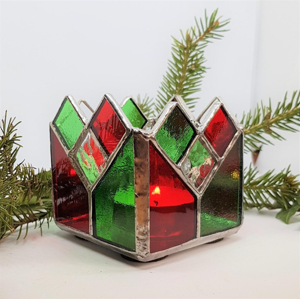 Christmas stained glass candle holder - stain glass tealight holder - festive gift for friend - Christmas décor - Christmas table